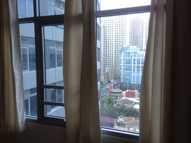 1Bedroom Condo | free WIFI | Eastwood Q.C. ☆☆☆☆☆