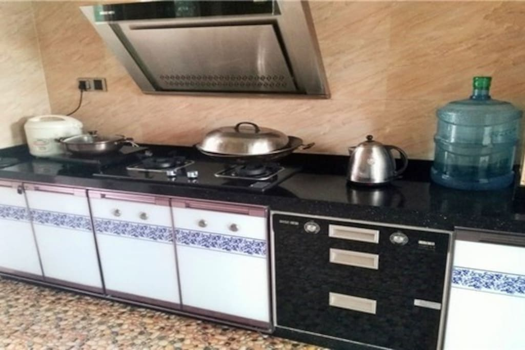 厨房(可煮食,带用品天然气)