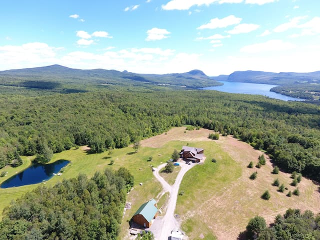 Private Hill Top Home - Willoughby Lake & Mt Views