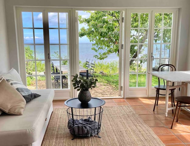 Unique small house right by the sea