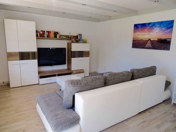 Ferienwohnung Piller **** (Michelsneukirchen), Neu renovierte Nichtraucher-Ferienwohnung für Zwei mit Sonnenterrasse