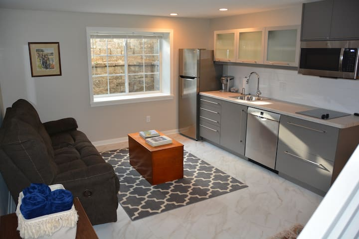 Shorewood Hills, brand new Guest Suite close to UW