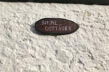 10 Shore Cottages-a cosy, upper cottage flat.