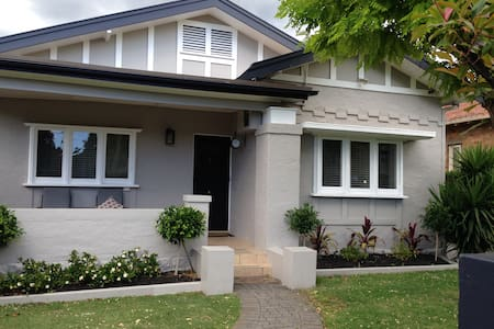 Family retreat in a cosmopolitan setting - Chatswood  - บ้าน