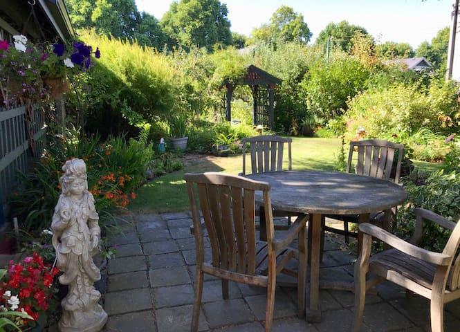 Cozy Fairfield Garden Suite