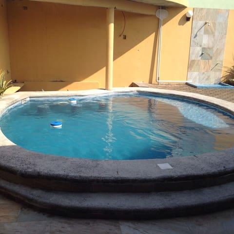 Casa en la playa con alberca - Anton Lizardo - Huis
