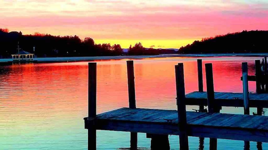 Lake Winnipesaukee View/Access from 1 Bdrm Cottage