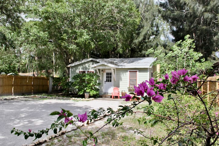 Vintage 2/1 Cottage Downtown Sarasota