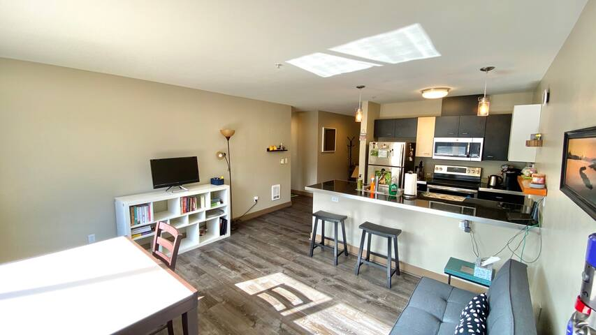 Belltown Quiet Bright Condo! Walk Score 99!