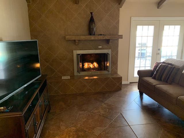 **Home For Christmas-Fireplace & PrivateHotTub