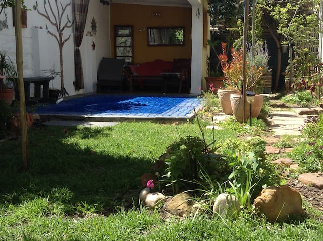 Garden room 2 minutes walk to the beach - Cape Town - Rumah