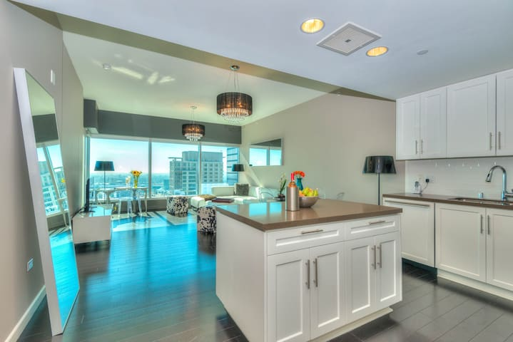 5-STAR DOWNTOWN LA 1-BEDROOM WITH POOL & SPA