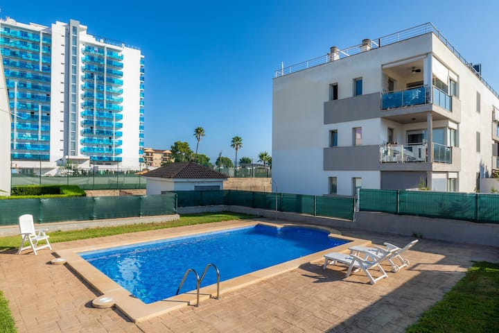 Air-Conditioned Apartment with Balcony, Pool and Wi-Fi