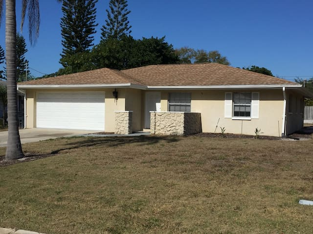 Perfect 3/2 Home, 10min to Downtown