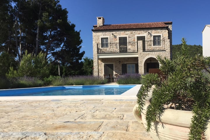 Villa with pool and sea view Papa's court