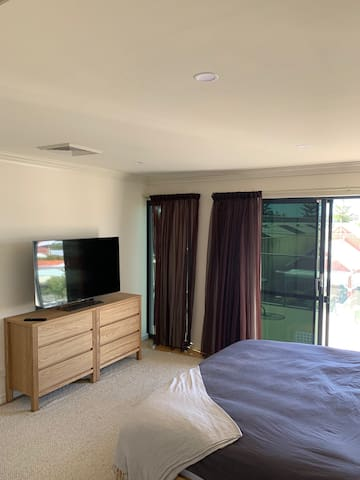 Relax in Luxury close to Freo and the Beach