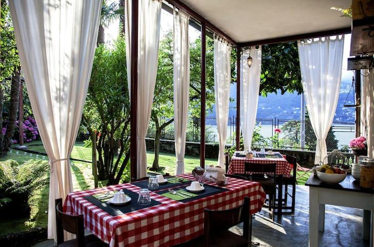 Superb lake view villa with B&B