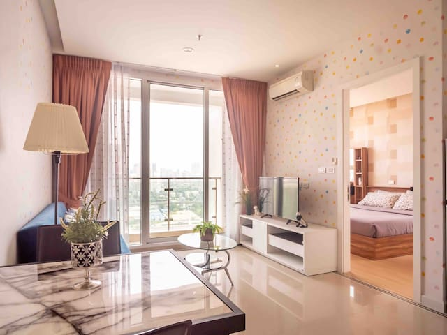 CITY VIEW /1 BED/24 FL/POOL & GYM/MALL/CITY CENTER