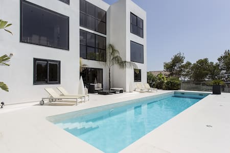 Luxury minimalist house near Sitges and Barcelona - Willa