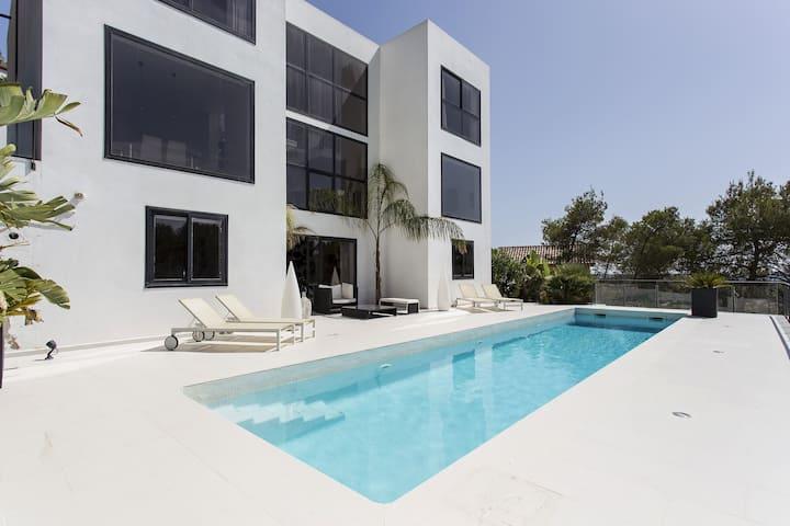 Spectacular modern design villa in Sitges Hills.