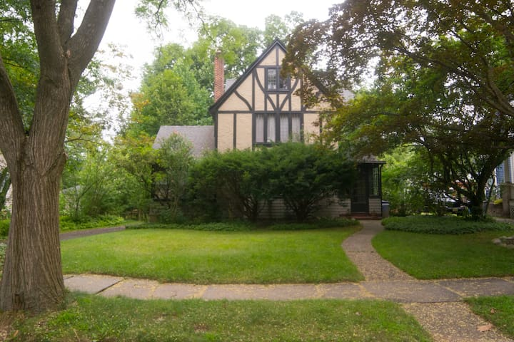 Beautiful Tudor home, 30m from NYC