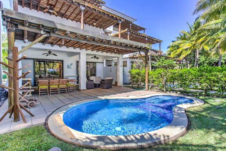 Villa frente al Mar con Piscina Privada