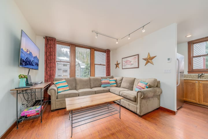 Steps to Lift 7, grocery, town Beautifully updated