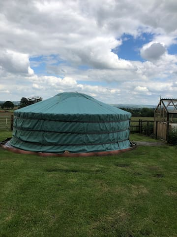 Time out in a  yurt for 2 ppl on a small camp site