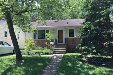 Newly Renovated House Near Capital and UMD - Berwyn Heights