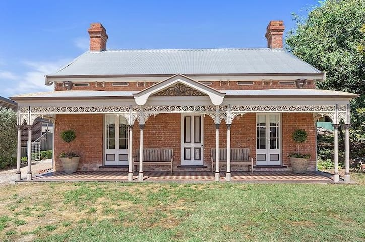 Mill Cottage Circa 1845 on the Murray