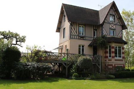 Maison de charme et pleine de vie - Pont-l'Évêque - Rumah