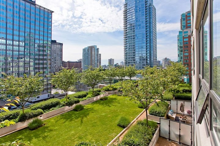 Chic apartment at prime downtown location