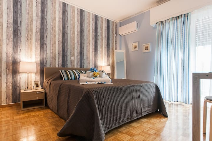 3. Athens Metro Station Airbnb room near Acropolis - Athina - อพาร์ทเมนท์