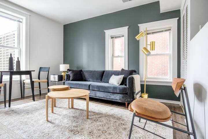 Mod South Loop 1BR, walk to L, Grant Park & Sheed, by Blueground