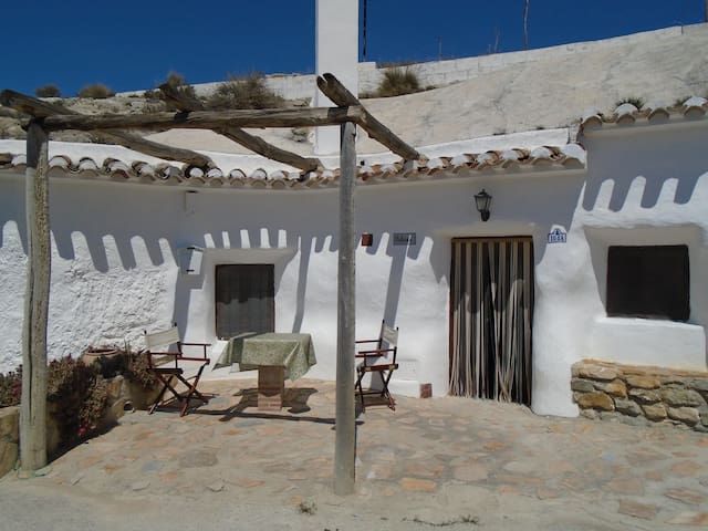Charming Ancient Spanish Cave House in Galera - Galera - Huis