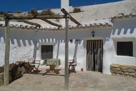 Charming Ancient Spanish Cave House in Galera - Galera - House