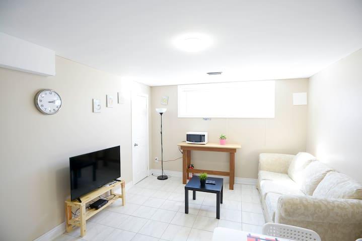 Private Apartment No.2 near Pearson Airport