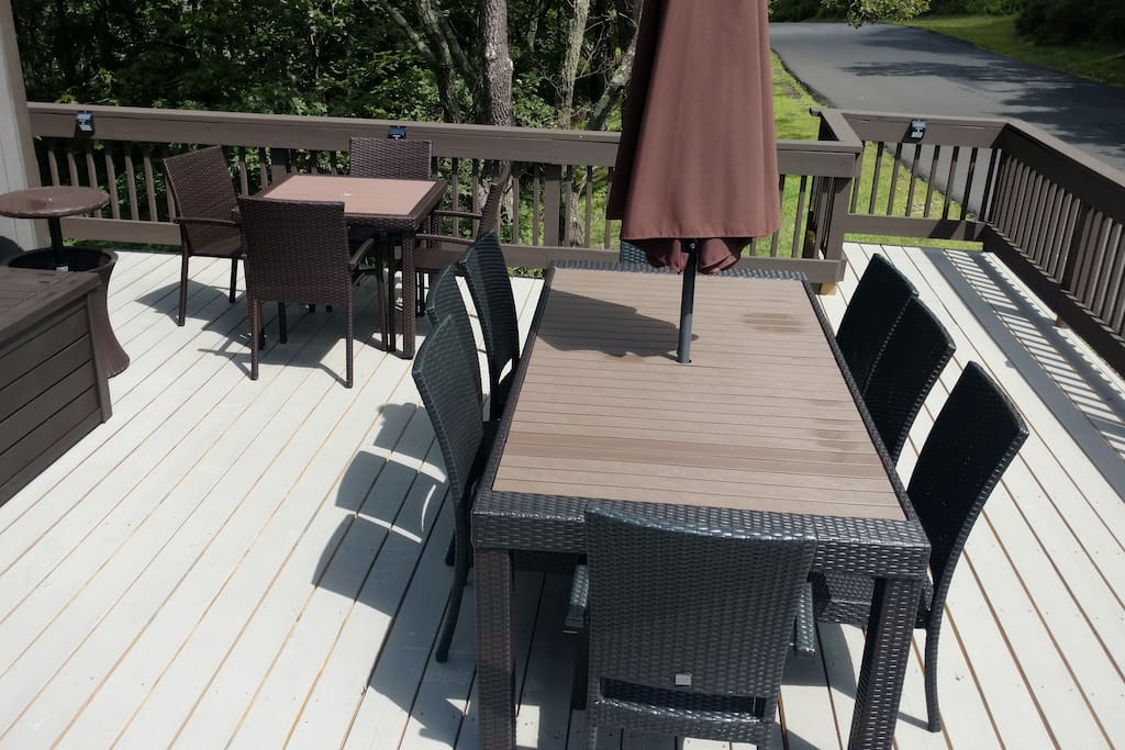 Front Deck Newly Built Plenty of seating