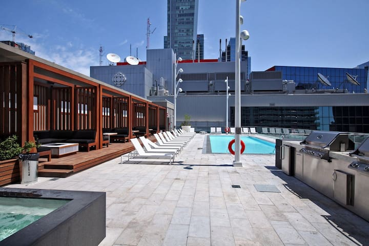 Rooftop Pool View at CN Tower - 1Bdrm