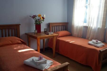 Casona con habitaciones privadas o para compartir. - Sala sypialna