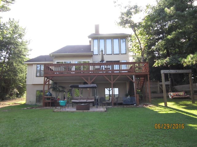 4 bedroom 3 full baths spacious home on lake tusc