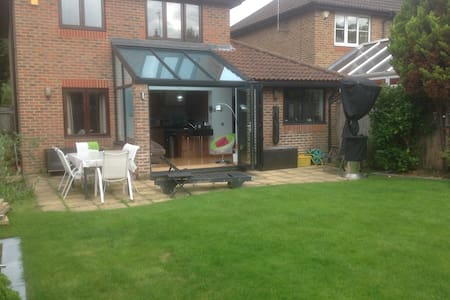 WHOLE HOUSE BEAUTIFUL MODERN QUIET - Burgess Hill - Casa