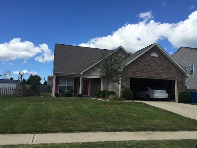 3BR home 8 miles from downtown