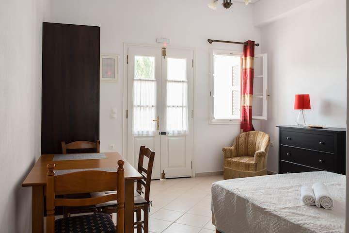 Chalki Residence Group: 'Amorgos' Apt. in Naxos GR