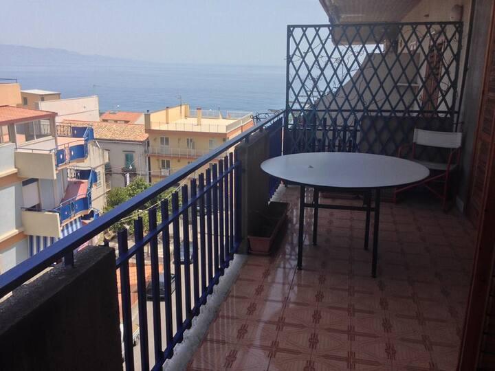 The house of the sun . La terrazza sul mare