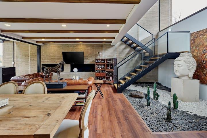 Hermosa casa con diseño,muy cómoda y vista al lago