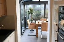 Küche mit Blick Richtung Wintergarten