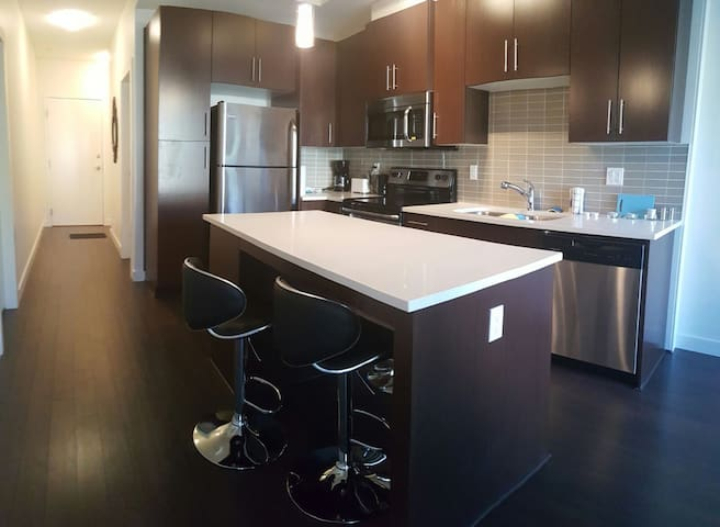 208 Contemporary near Midnapore & Spruce Meadows - Calgary - Apartment