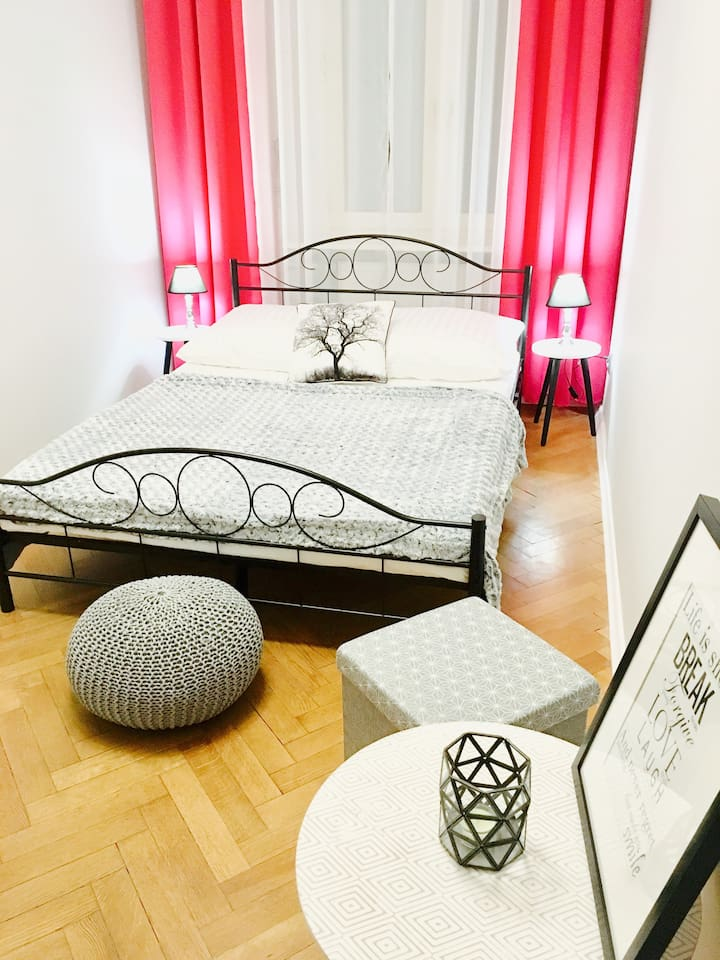 """Chmielna 7  """"Pink Room"""" in the heart of Warsaw (3)"""