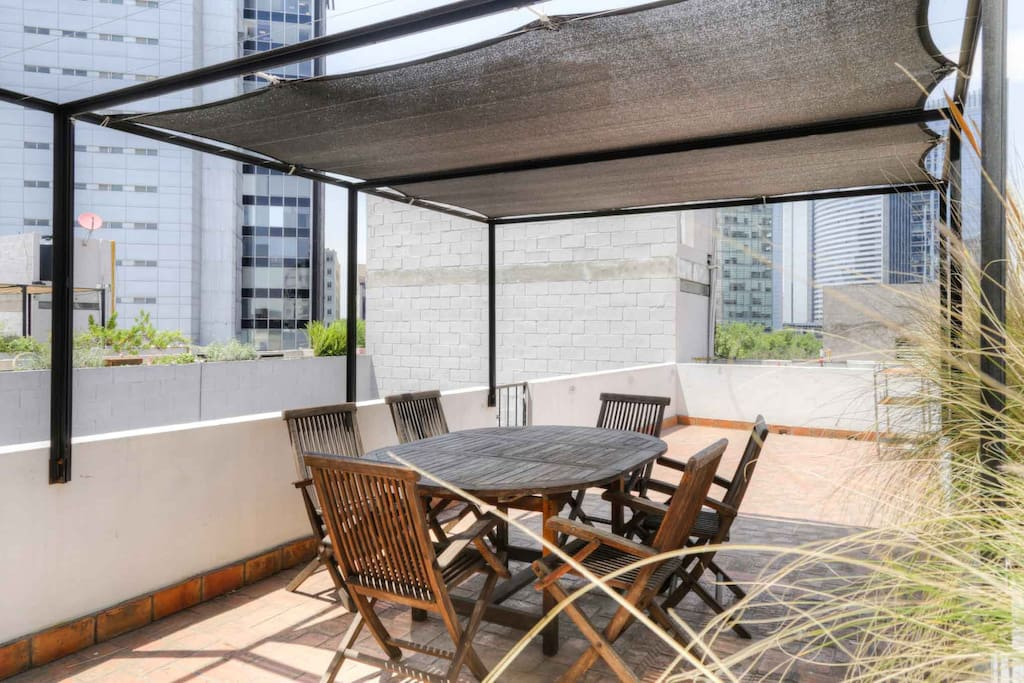 PRIVATE ROOF GARDEN
